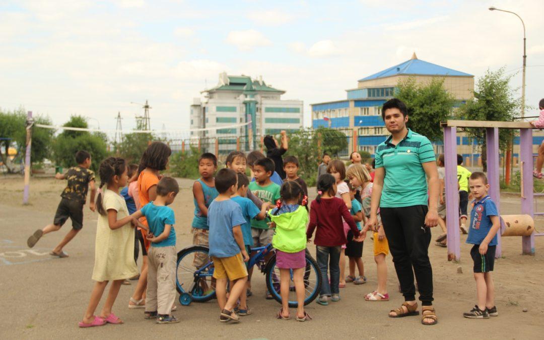 Активисты Ассамблеи народов Тувы провели благотворительную акцию в Центре социальной помощи семьи и детям г. Кызыла.