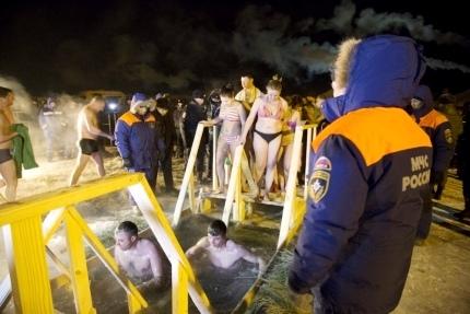В Туве на Крещение сотрудники МЧС дежурили у всех купелей.