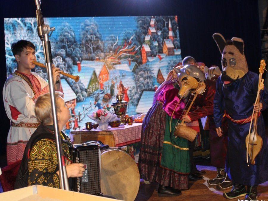 Ансамбли «Октай» и «Тыва» выступили с совместным рождественским концертом.
