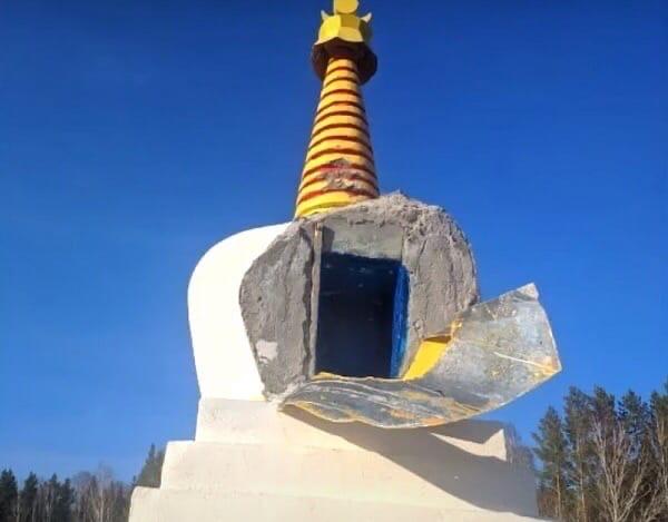 Разрушенную буддийскую ступу восстановят борцы и верующие